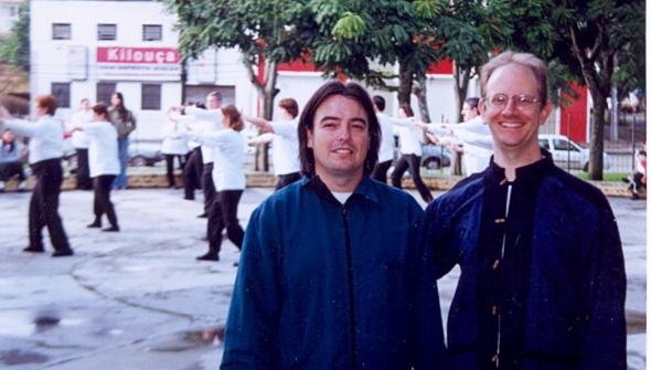 - DMT 2005 - Praça Afonso Botelho - Profs Levis Litz e Carlos Assis - Fundadores da AIPT